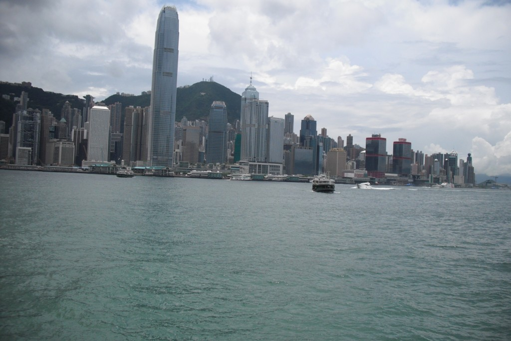 L'isola di Hong Kong vista da Kowloon su cinesespresso