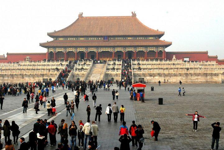 Nella foto, il celeberrimo ingresso della Città Proibita, il palazzo imperiale a Pechino.